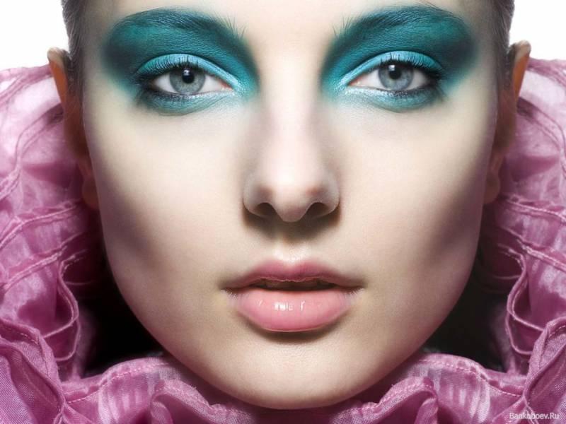 Свежий бирюзовый макияж глаз