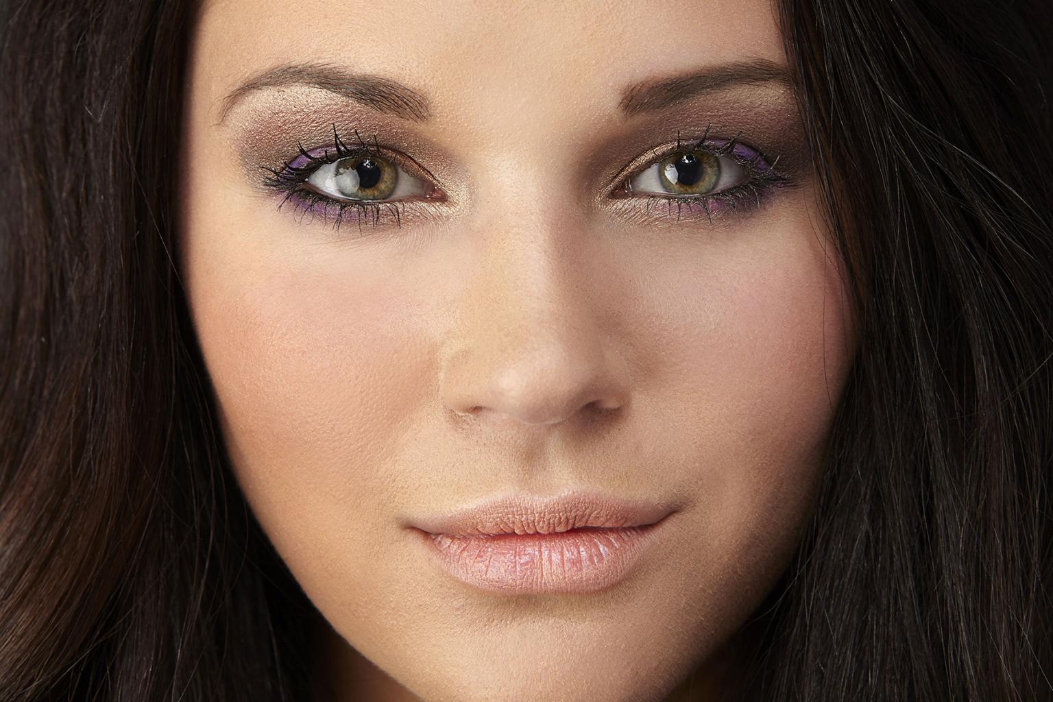 макияж для зеленоглазой брюнетки