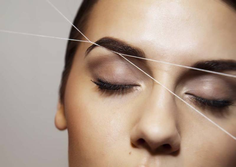 Как выщипать брови нитью