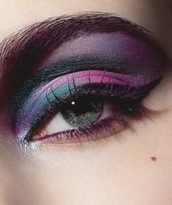 Каким цветом скрыть темные круги под глазами