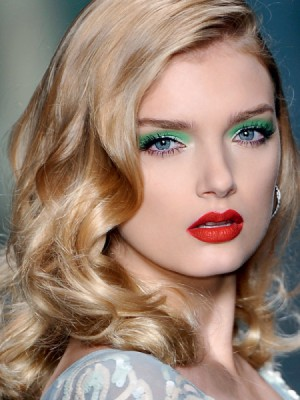 зеленый макияж для голубых глаз