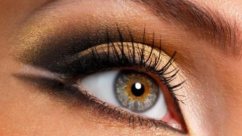 увеличивающий макияж глаз тенями