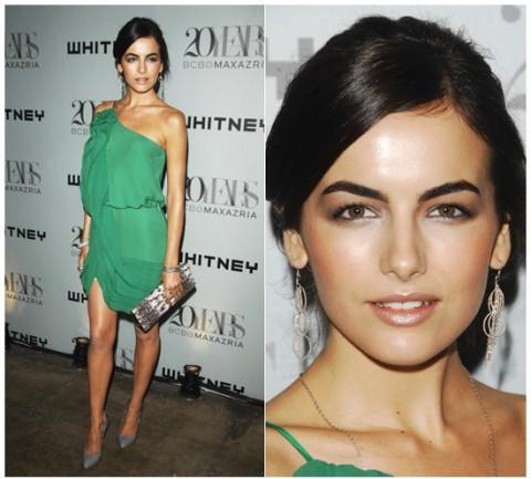 фотография макияжа под зеленое платье